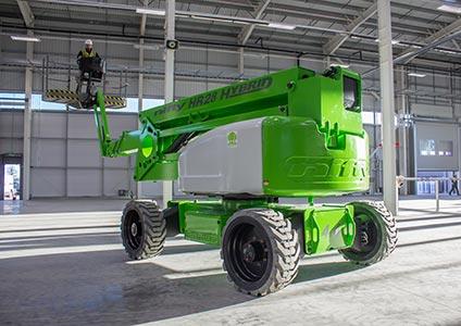 Nacelle articulée automotrice HR28 travail en intérieur à 28 mètres de haut et 19 mètres de déport