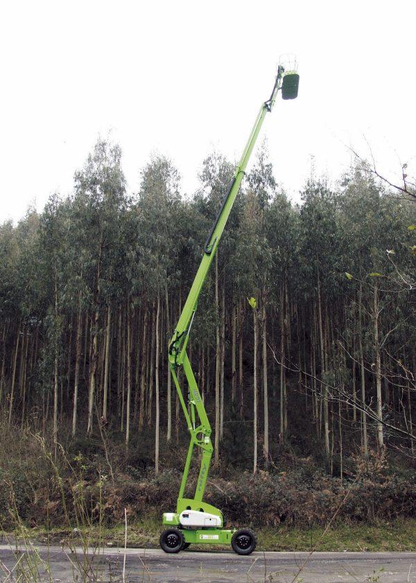 Elévation maximale de la nacelle de 21 mètres dans une forêt de pins