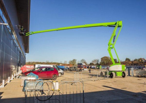 Nacelle articulée de 28 mètres de haut et 19 mètres de déport maxi