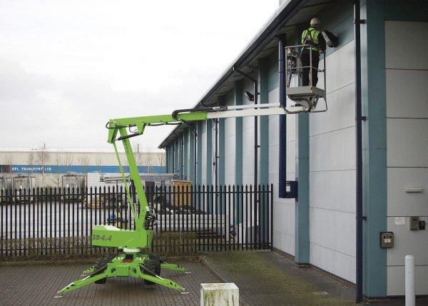 Nacelle élévatrice araignée sur pneus, 12 mètres de hauteur de travail, 6.10 m de déport, 220 kg de charge
