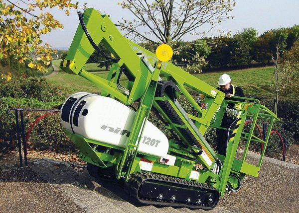 Niftylift TD120T en franchissement d'obstacle du type escalier