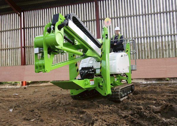 NIFTY TD150T - Nacelle élévatrice sur chenilles évolution dans un chantier au sol meuble
